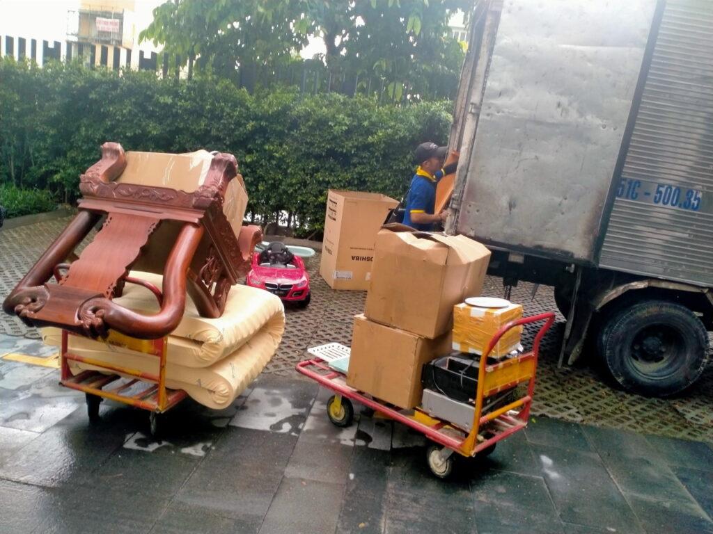 Dịch vụ chuyển dọn nhà bằng xe tải chuyên nghiệp, vui vẻ, hoà đồng, trung thực